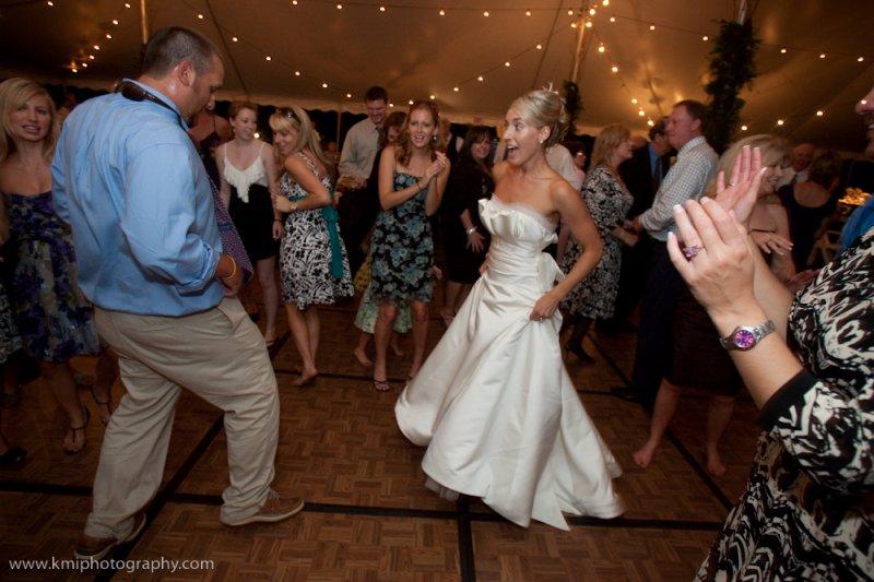 bride-getting-down